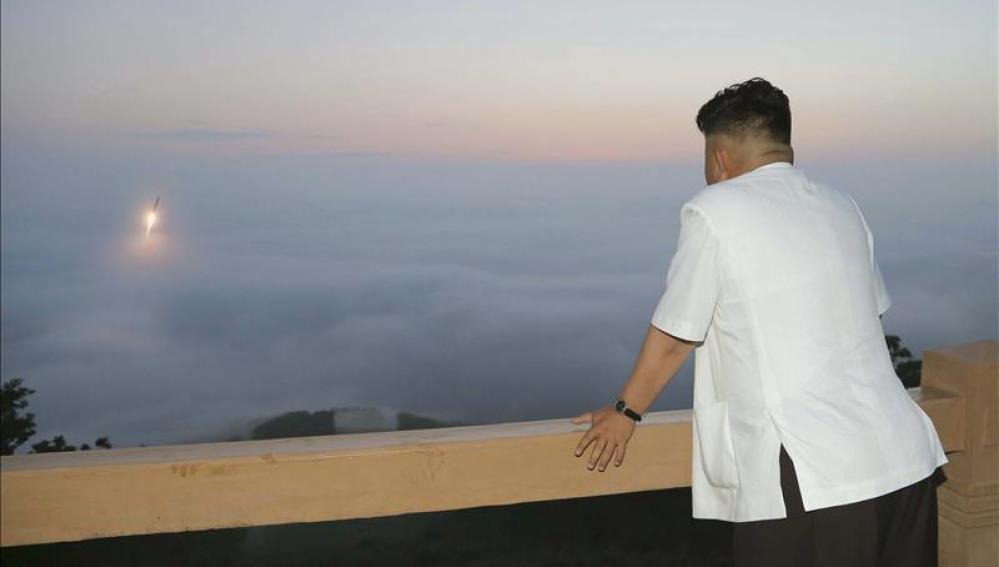Corea del Norte prueba su primer misil balístico submarino