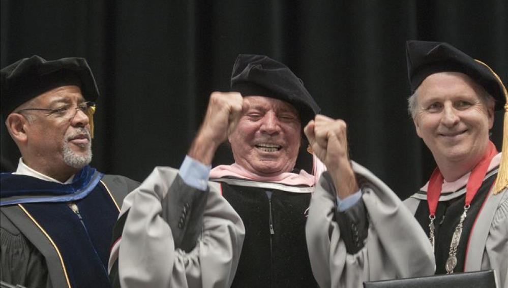 """Iglesias, doctor """"honoris causa"""" por el prestigioso Berklee College of Music de Boston."""
