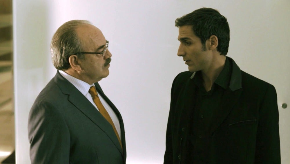 Enrique ordena a Álex que detenga a Francisco