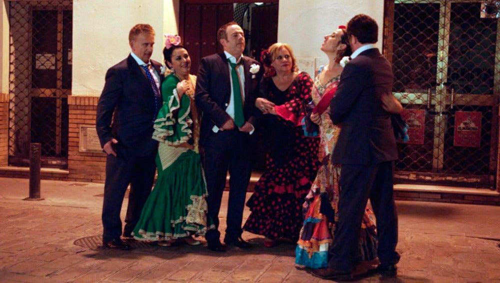 Las vecinas de Carmen se camelan a la cuadrilla de Iñaki en una noche loca