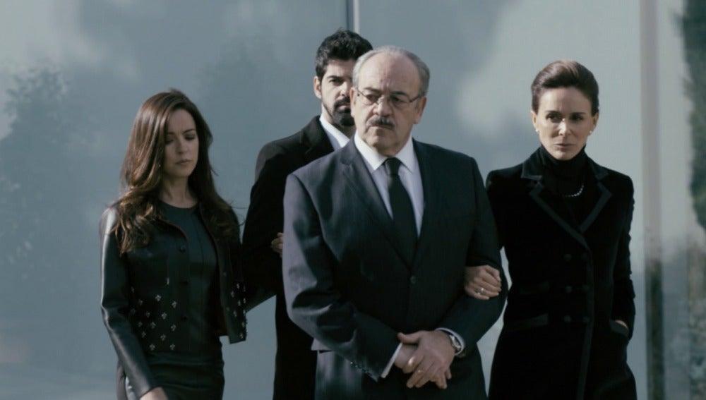 Los Vergel dan rueda de prensa para anunciar la muerte de Francisco