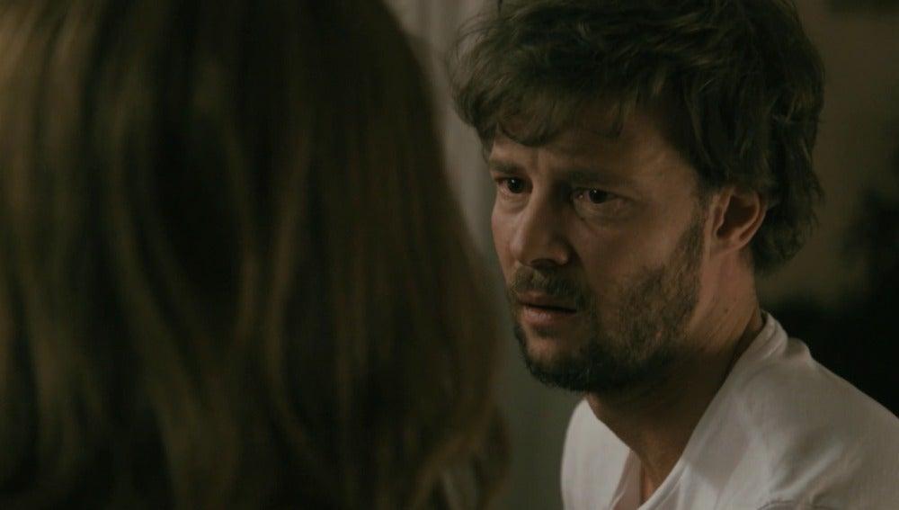 Pablo le confiesa a María que la ama