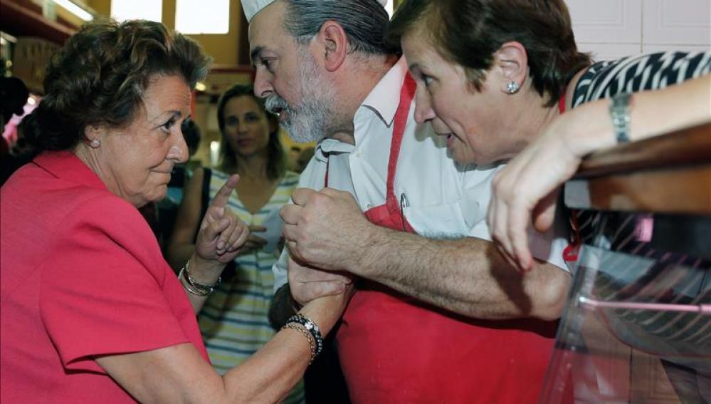 Rita Barberá durante su visita hoy al mercado del Cabanyal