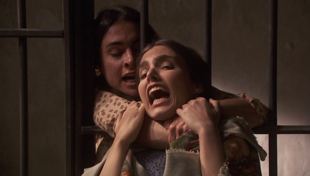 Inés agrede a Amalia