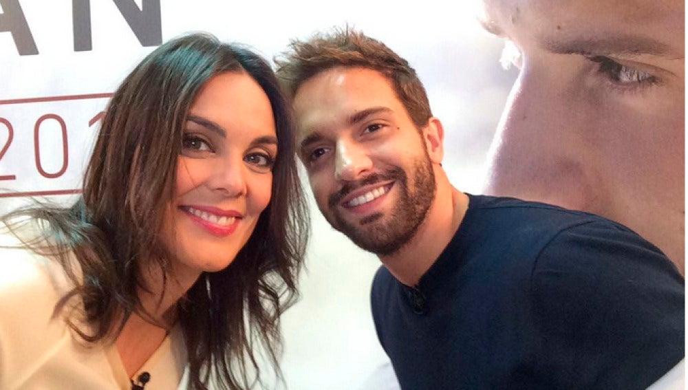 Mónica Carrillo con Pablo Alborán