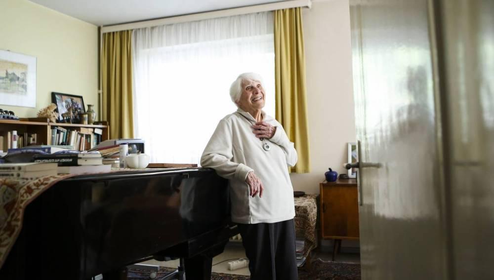 Ingeborg Rapoport, la mujer que ha presentado su tesis doctoral con 102 años