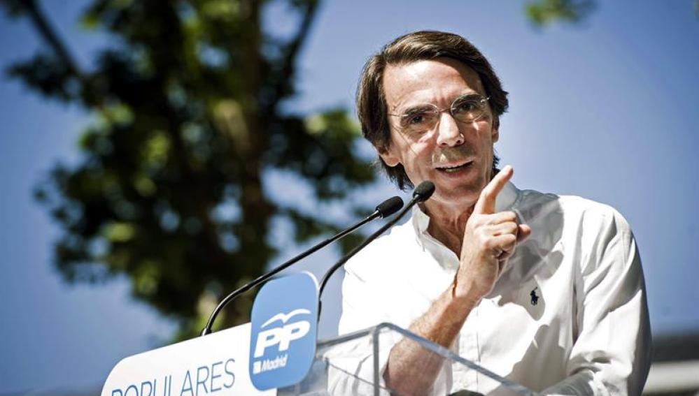 El presidente de honor del PP, José María Aznar, en un mitin en Madrid