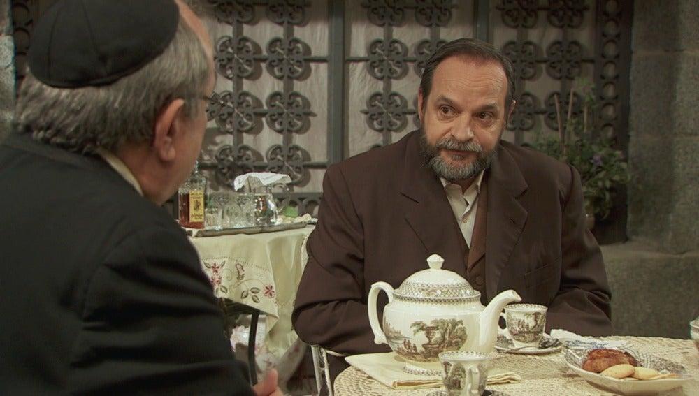 Raimundo sospecha de que Francisca oculta algo