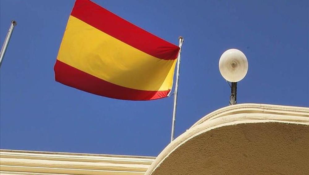 Bandera española en un ayuntamiento