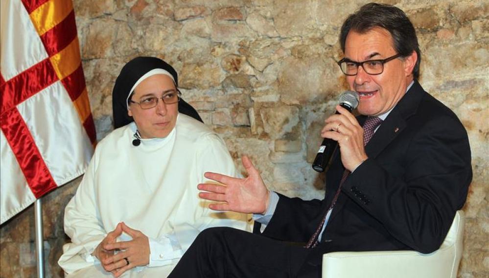 Artur Mas y Sor Lucía Caram