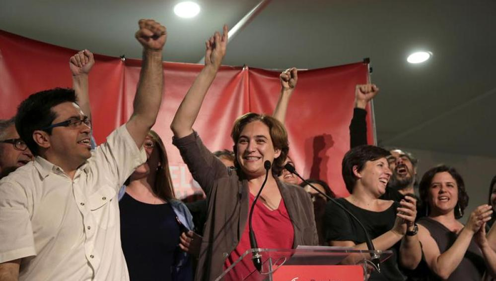 Ada Colau, de Barcelona en Comú, se dirige a sus simpatizantes