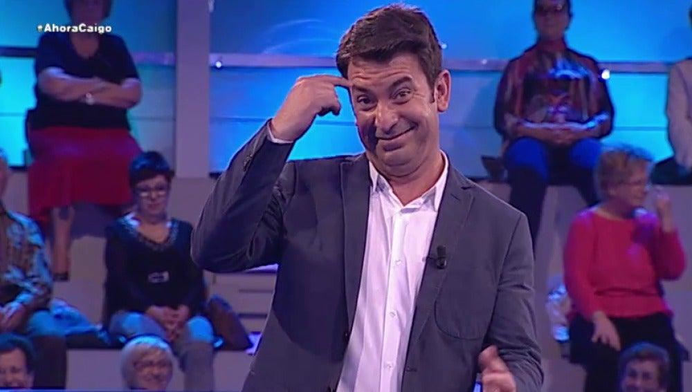 Arturo Valls cuenta un chiste de indios