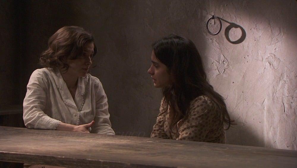 Candela pide a Inés que mantenga en secreto lo ocurrido con Melchor
