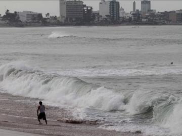 Vista general de fuertes marejadas en el océano Pacífico.