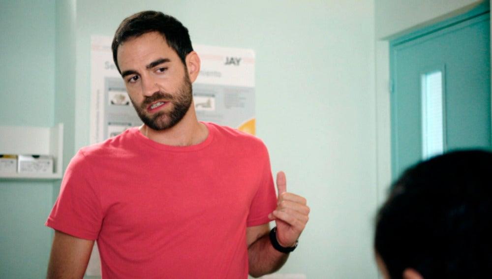 """Iñaki les pide un favor al personal de la clínica: """"¿Podéis hablar con acento vasco?"""""""