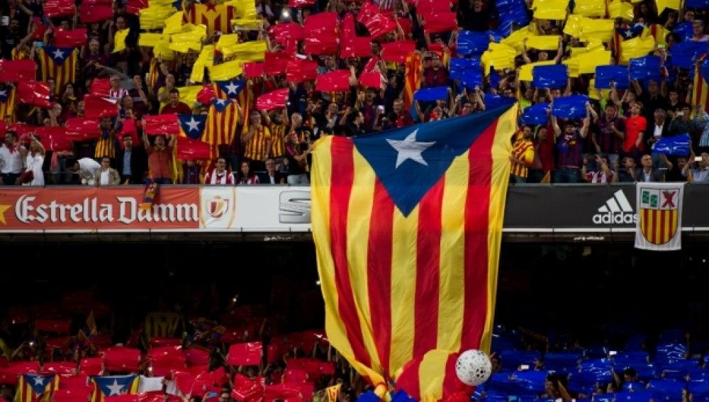 Pitada al himno en el Camp Nou