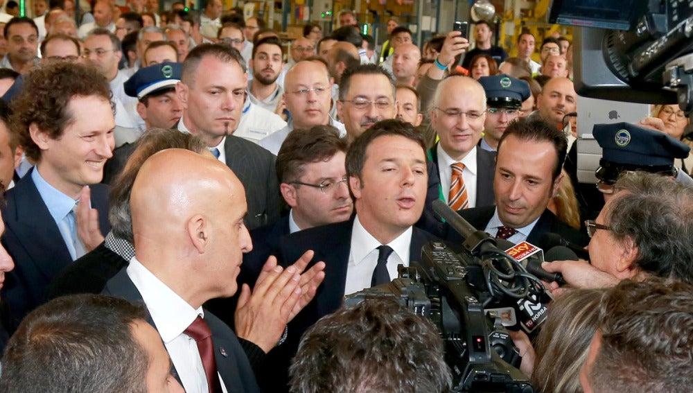 Matteo Renzi atiende a los medios