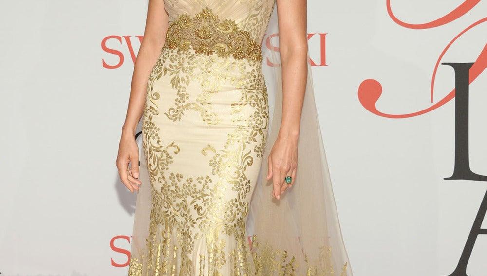 Ashley Judd, de dorado con capa inclusive