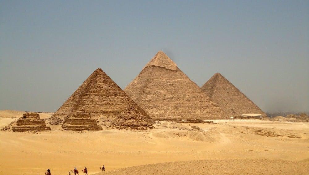 Pirámides de Guiza en El Cairo.