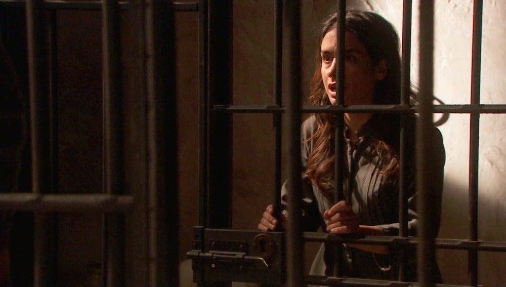 Amalia hace creer a Inés que ha matado a Bosco