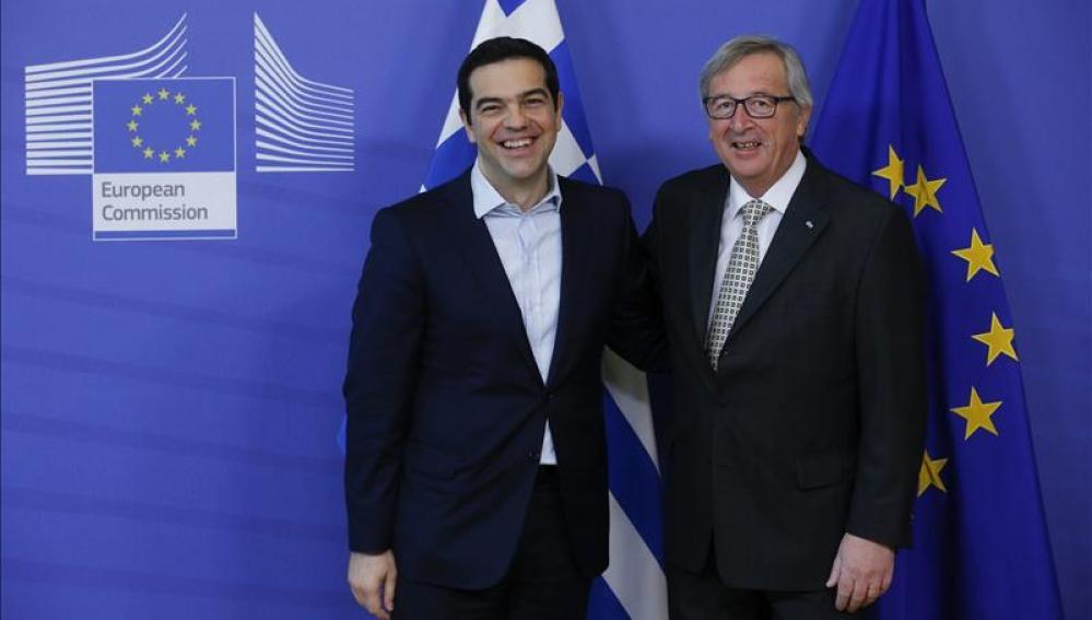 Los presidentes Jean-Claude Juncker, de la Comisión Europea, y Alexis Tsipras, de Grecia, en abril en Bruselas