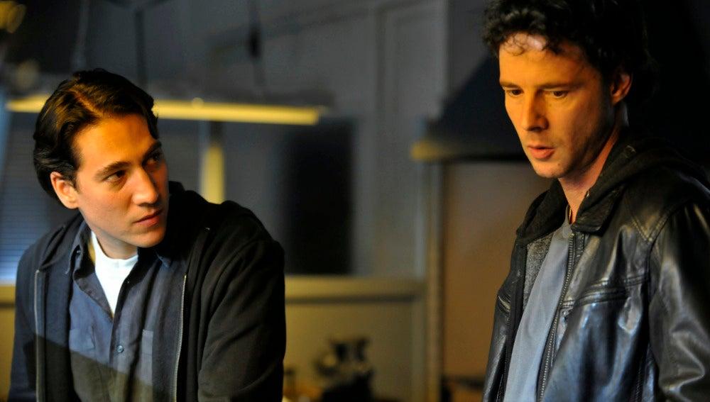 Alberto Amman es Miguel y Eloy Azorín es Sastre en 'Apaches'