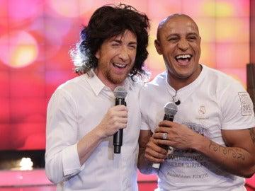 Roberto Carlos y Pablo Motos cantan