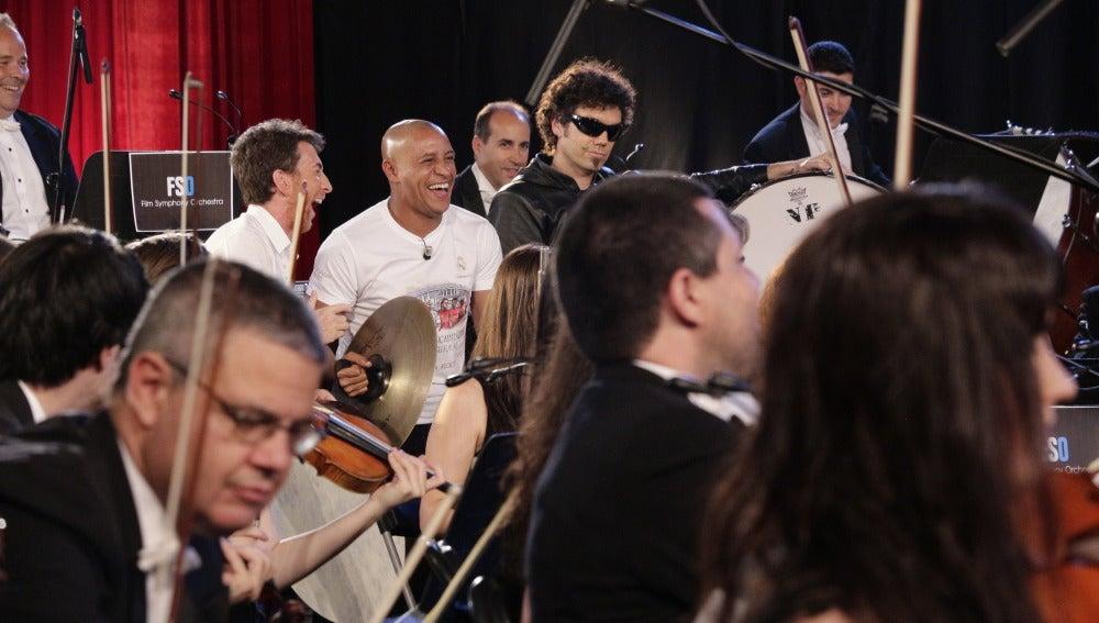 Roberto Carlos toca en la Film Symphony Orchestra