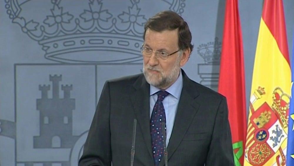 """Rajoy advierte a Sánchez que la """"exclusión"""" del PP es """"muy mala para España"""""""