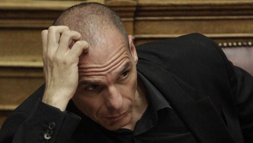 """Varufakis asegura que Gobierno griego ha traspasado ya """"muchas líneas rojas"""""""