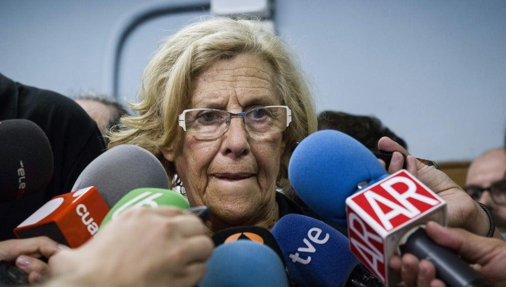 Manuela Carmena habla para los medios