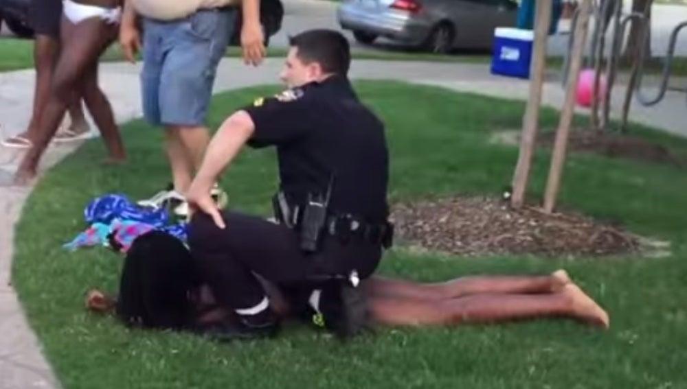 Suspendido un policía de EEUU por violencia policial