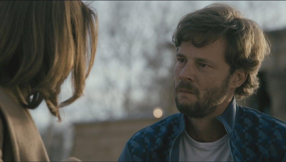 María y Pablo hablan en un parque