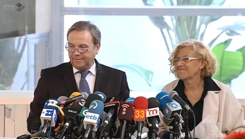 Carmona y Carmena en rueda de prensa