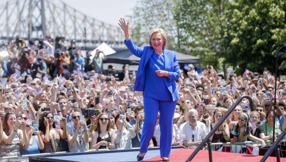 Clinton apela a la clase media y promete acabar con las ventajas de los ricos
