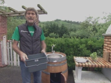 Una barrica de vino convertida en fregadero