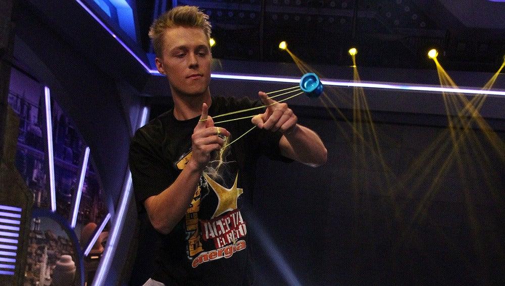Gentry Stein , campeón del mundo de yo-yo