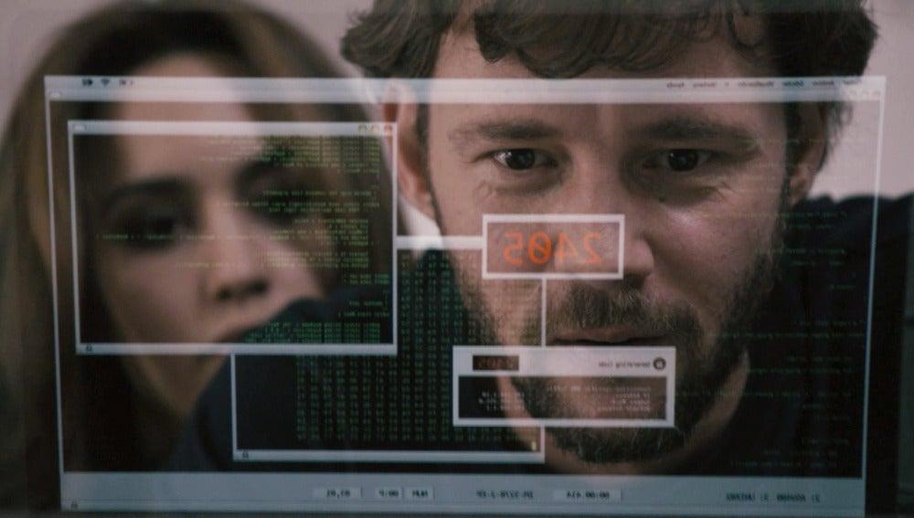 Pablo y María vigilan a Juan