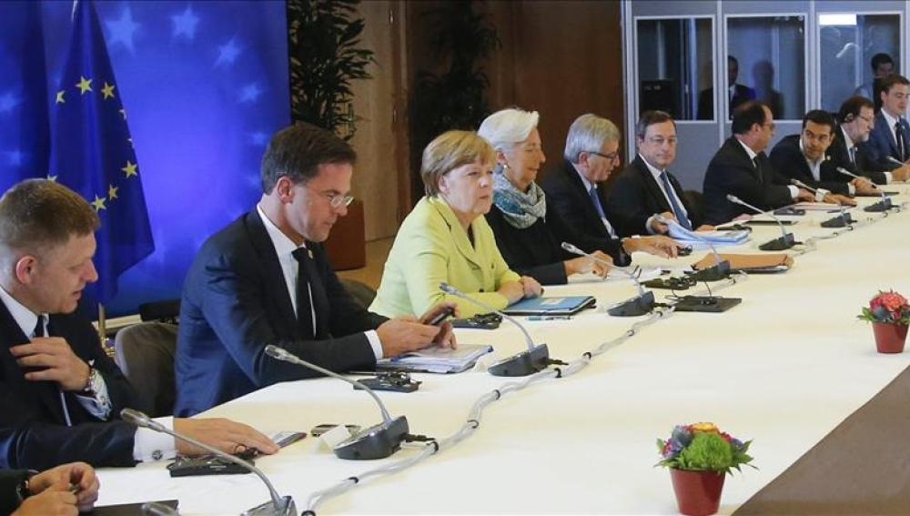 Mesa de negociaciones en la sede de la UE.