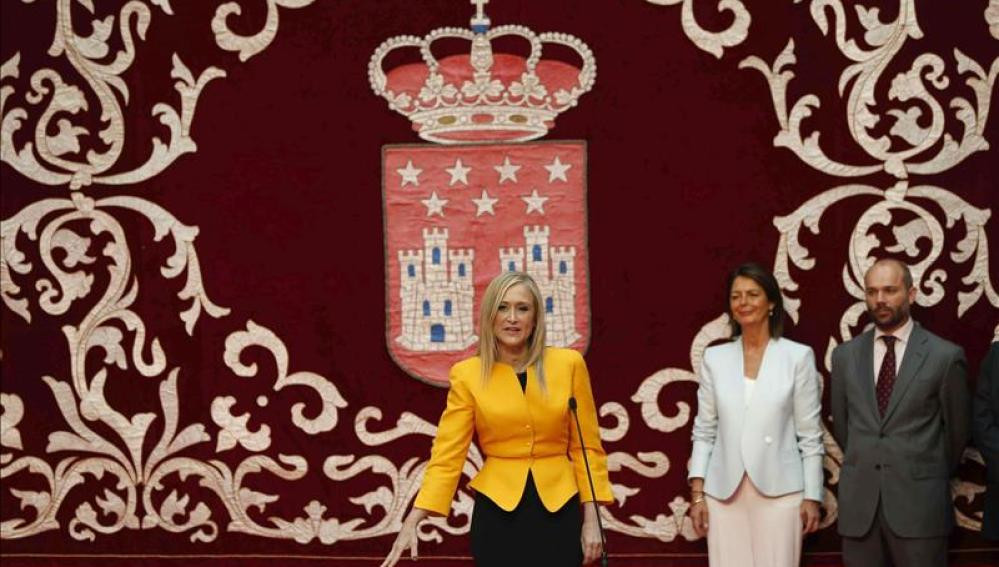 Cristina Cifuentes promete su cargo como presidenta de la Comunidad de Madrid.
