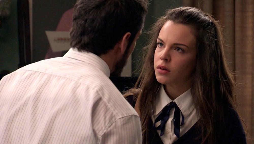 María se enfrenta con Miguel por su beso