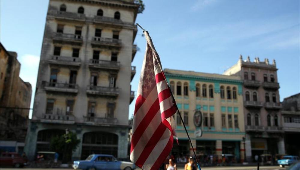 Bandera estadounidense en La Habana.