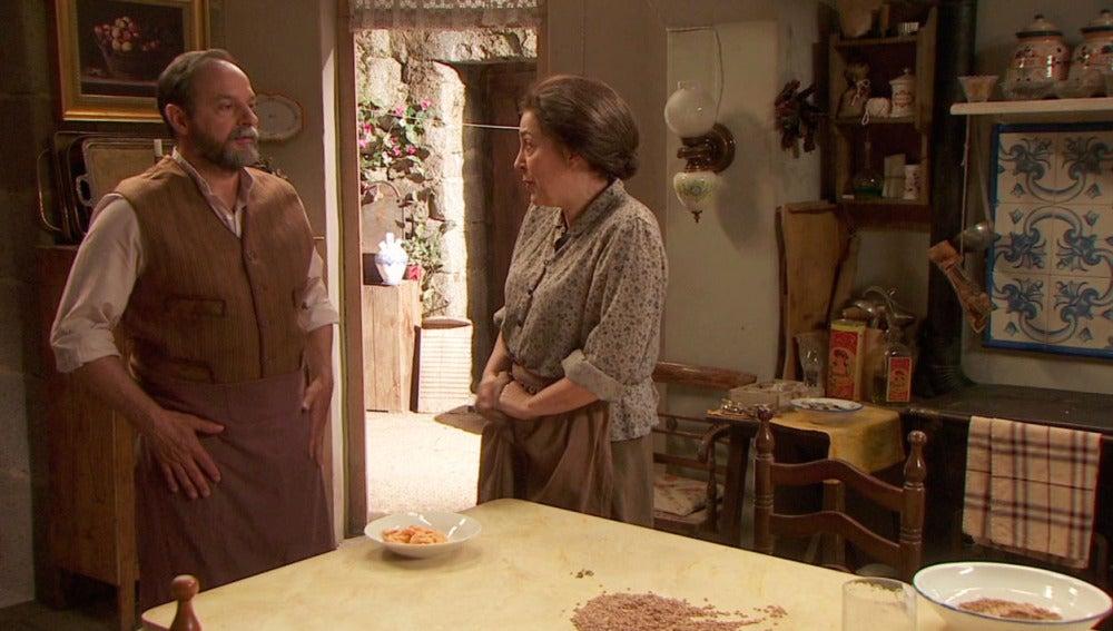 Raimundo se niega a dar dinero a Francisca