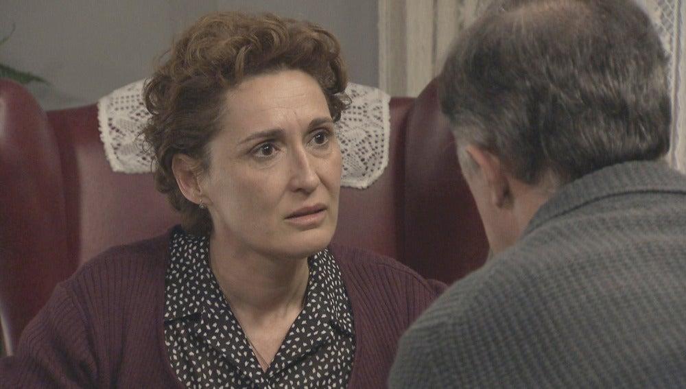 Serafina comunica a Paco que lo mejor es no casarse