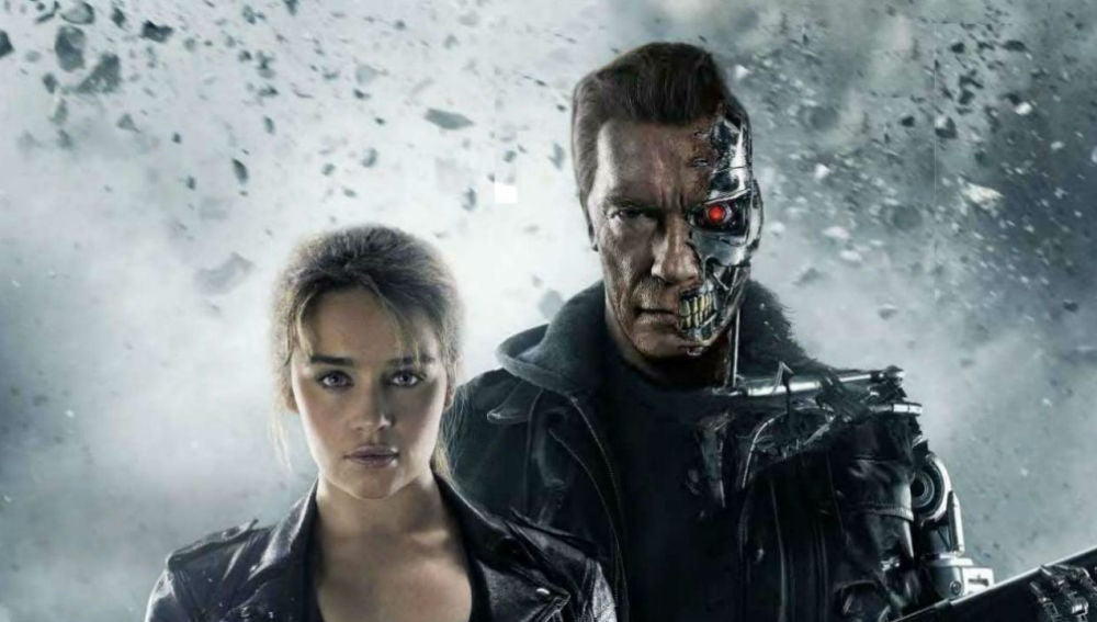 Emilia Clarke junto a Arnold Schwarzenegger en 'Terminator: Génesis'