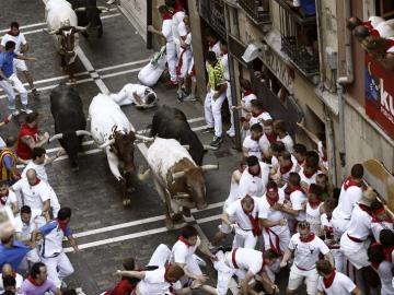 Primer encierro de Sanfermines, protagonizado por toros de Jandilla
