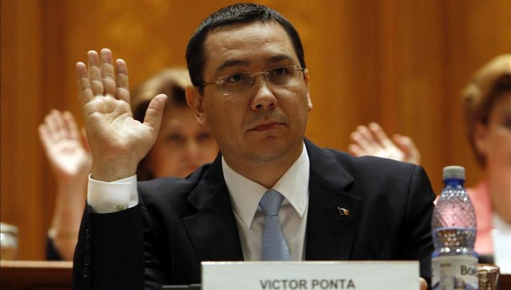 Victor Ponta durante una votación en el Parlamento rumano en Bucarest