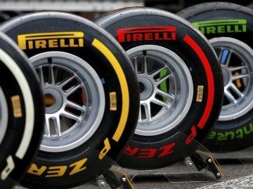 Varios neumáticos fabricados por la empresa Pirelli