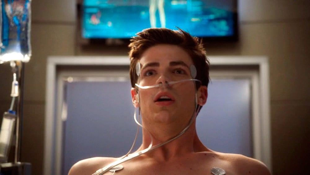 Barry es alcanzado por un rayo que le convertirá en The Flash