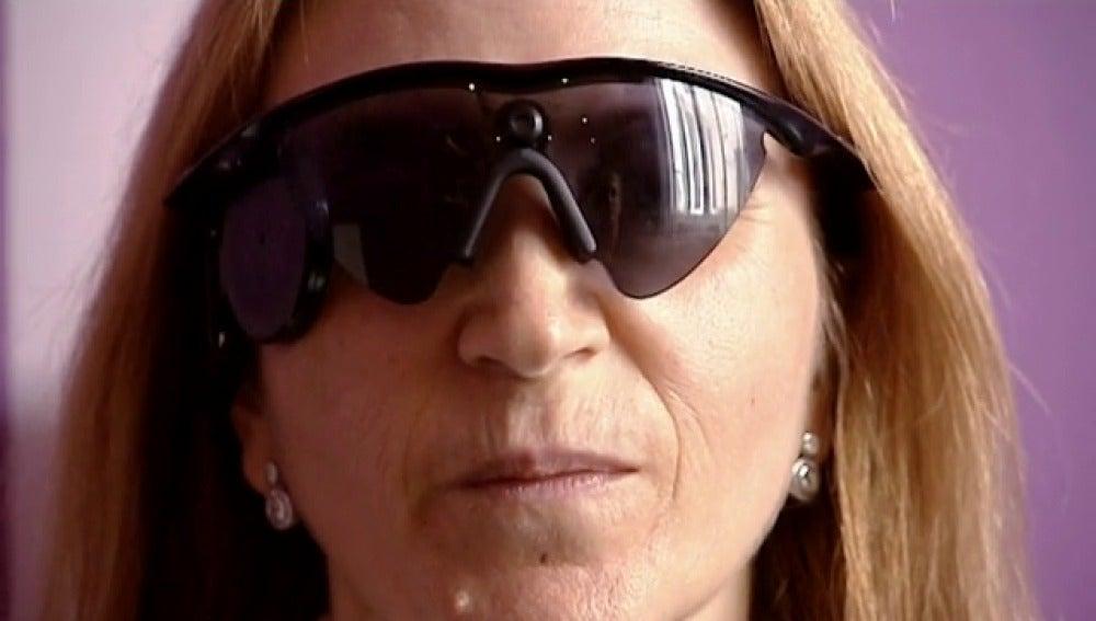 El primer ojo biónico implantado en España cambia por completo la vida de su receptora